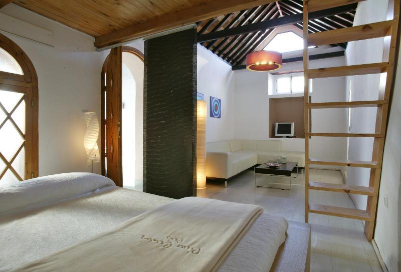 Suite in historic center - Image 1 - Tarifa - rentals