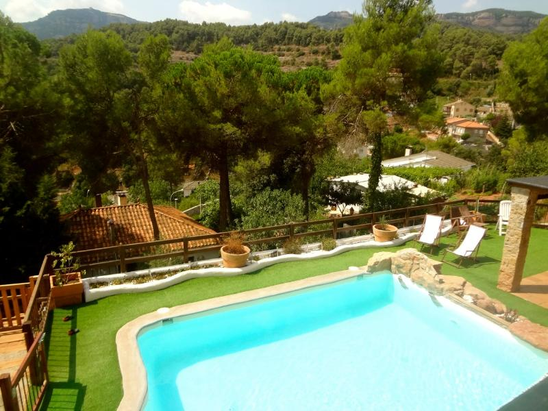 Enchanting 4-bedroom villa for 10 guests in Las Marinas, just 35 km from Barcelona - Image 1 - Sant Llorenc Savall - rentals