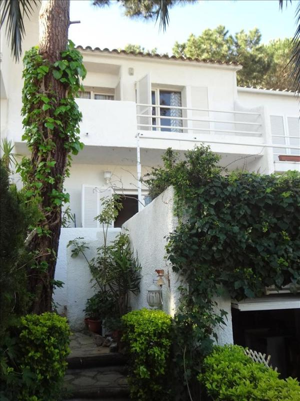 Mystical 3-bedroom condo for 6 people in Platja d'Aro, a quick 15-minute walk from the beach - Image 1 - Costa Brava - rentals