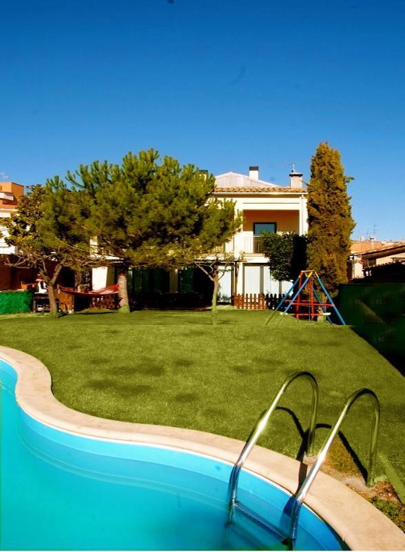Pleasant 4-bedroom getaway in Berga with a private pool and spacious yard - Image 1 - Berga - rentals