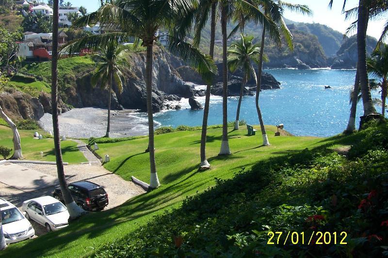 A view of the grounds and  the beach at Vida Del Mar. - Vida Del Mar -Condo 274- A Pacific Coast Paradise. - Manzanillo - rentals