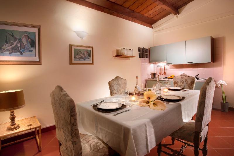 Living room and kitchen corner - Vacation rental Chianti, 2bdr apt pool & free bike - San Giovanni Valdarno - rentals