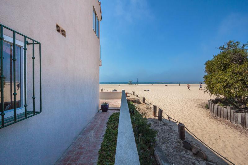 BeachFRONT and OCEANfront house in LA Marina Del Rey! - Image 1 - Marina del Rey - rentals