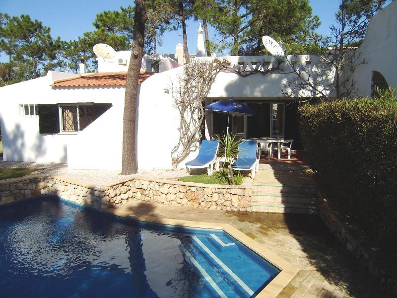 Super Villa V2, Vale do Lobo, private pool and sea views - Image 1 - Cardigos - rentals