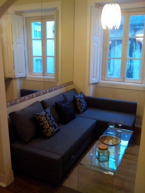 Beautiful 2BR/2BA Bairro Alto apartment with large windows in each room, and modern design - Bairro Alto Laurel Lightness 2BR/2BA w A/C PERFECT - Lisbon - rentals