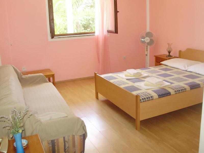 Vrboska/Hvar -Villa Welcome -  Budget triple room - Image 1 - Vrboska - rentals
