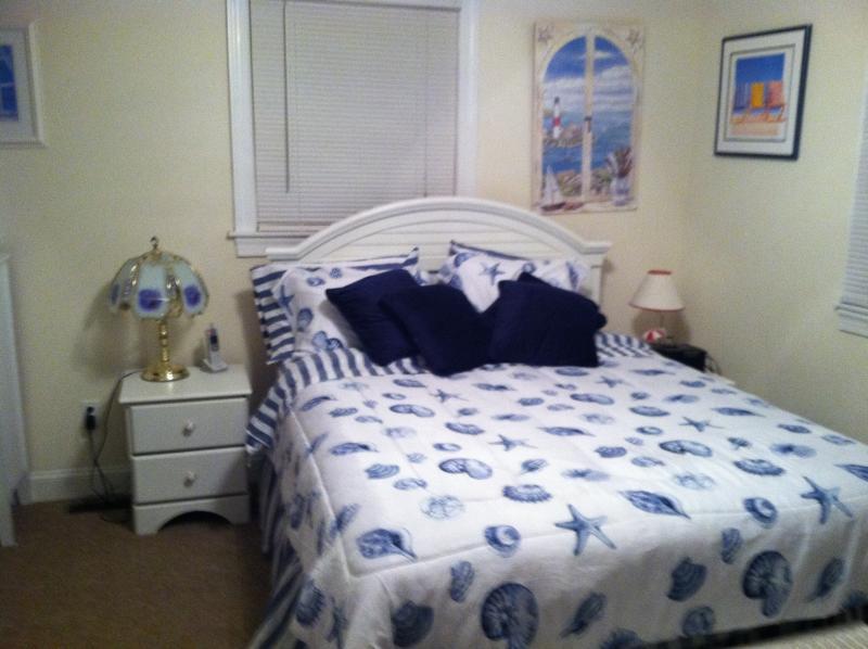 Queen - Master bedroom - with master bath - Beautiful beach block - First Floor2b/2b parking. - Brigantine - rentals