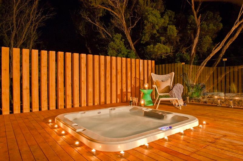 Outdoor Heated Spa - Azure Beach Retreat - Spa Dreaming - Rye - rentals