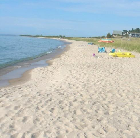 Cathead Bay in Northport MI Sand Castle Sleeps 12 - Image 1 - Northport - rentals
