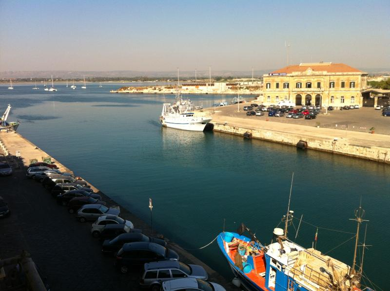 View from the balcony - Darsena stylish flat, sea view and common terrace - Syracuse - rentals