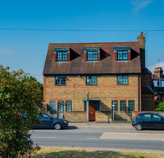 Rye View - Lovely Modern Flat with parking - Image 1 - Rye - rentals