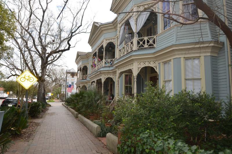 Beautiful Victorian Era Building - Southern Charm 2 bedroom Condo near Forsyth Park - Savannah - rentals