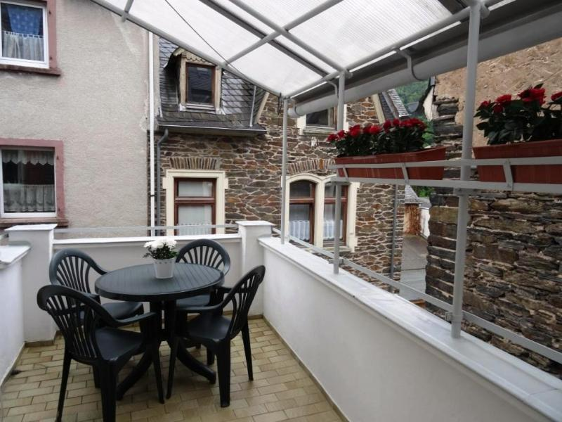 Balcony for al fresco dining or enjoying a Mosel wine. - Central Apartment with Balcony - Traben-Trarbach - rentals