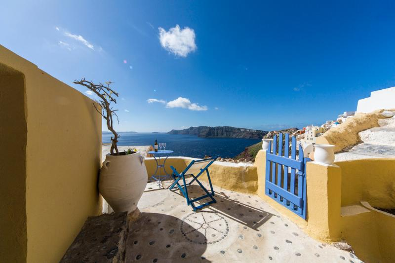 """The Annouso"" villa in Oia - Image 1 - Oia - rentals"