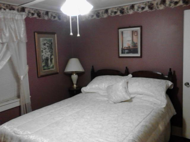 A comfortable queen bed awaits you in the main bedroom. - Bluegrass Music on your doorstep! - Mountain View - rentals