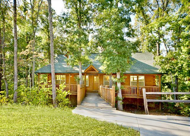 Double D's Luxury Cabin Nestled in the Woods - JUNE SPECIAL from $99. Log Cabin w/ Pool Table, Huge Decks & Hot Tub! - Sevierville - rentals