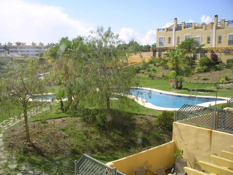 3 bedroom townhouse with sea view, located near shopping center and walking distance from the beach - Image 1 - Sitio de Calahonda - rentals