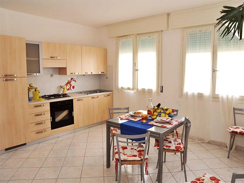 Soggiorno con cucina a vista - Quadrilocale con balcone L.Nazioni vicino al mare - Comacchio - rentals