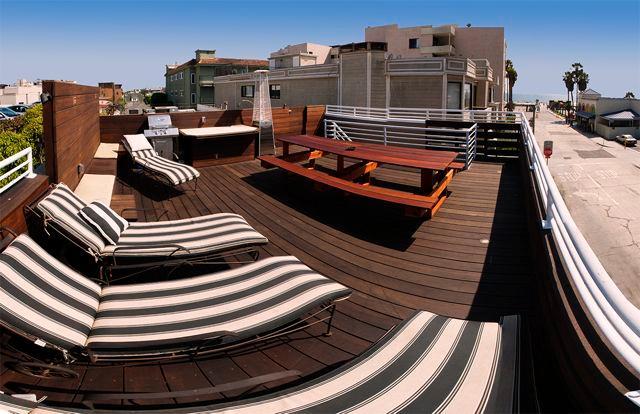Steps to beach, 4 bedrooms, ocean views. - Image 1 - Los Angeles - rentals