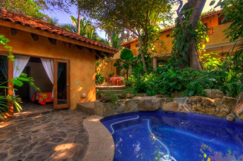 Garden enclosure and pool - Beautiful Villa/ Botanical Garden/Wild Coast/Surf - Platanitos - rentals