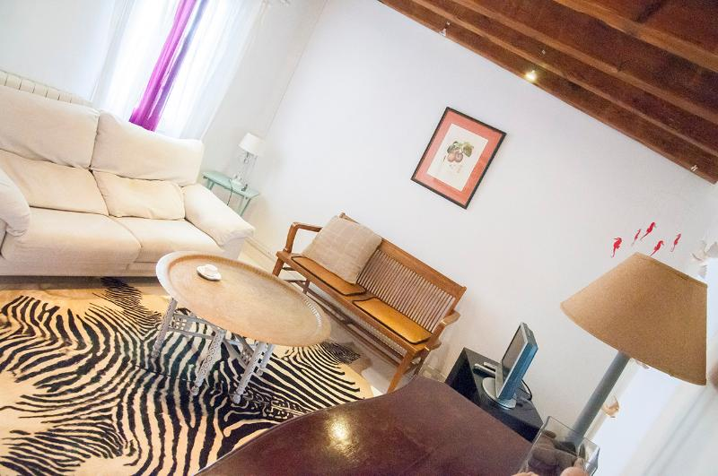Stylish, modern apartment in El Gotico, Barcelona - Image 1 - Barcelona - rentals