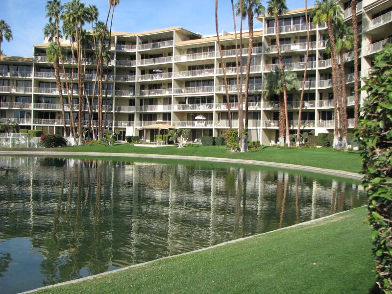 Desert Island is one of the most secure, serene and sought-after oases in the desert. - Desert Island Oasis in Rancho Mirage! - Rancho Mirage - rentals