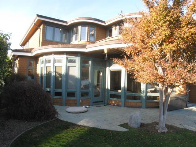 The home is surrounded by lawns and the lagoon - Gorgeous home on the water, just minutes from San Francisco - Belvedere - rentals