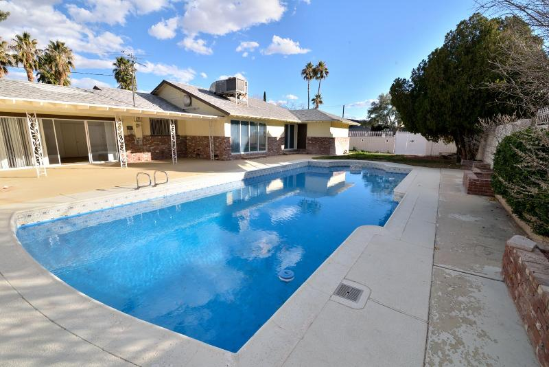 Huge Pool - Huge House Close To Strip With Pool - Las Vegas - rentals