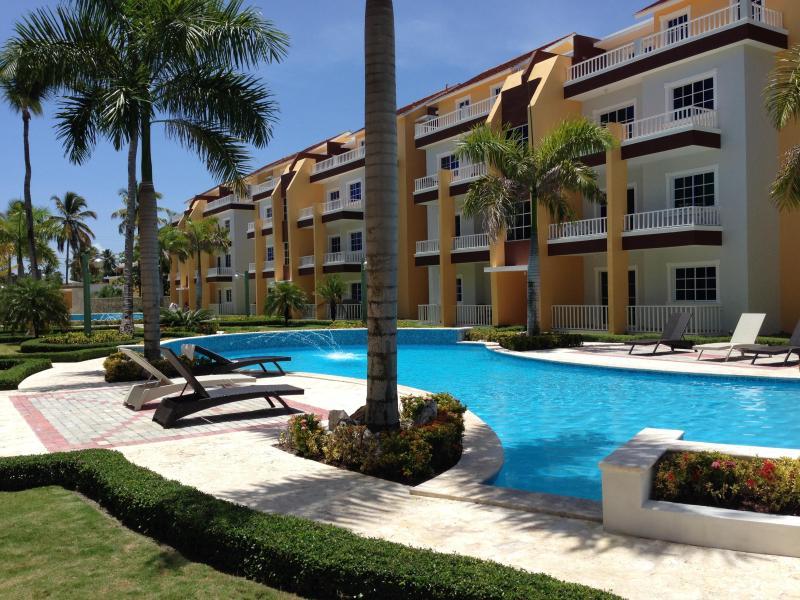 Estrella del Mar (2 pools, 2 BBQs, 2 outdoor showers) - HOUSE HUNTER'S INT'L - Estrella del Mar 2BR/2BA - Bavaro - rentals