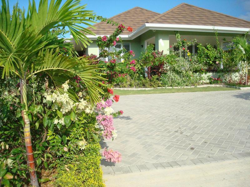 Ocean View Villa - Ocean View Villa New in Gated Community with Staff - Runaway Bay - rentals
