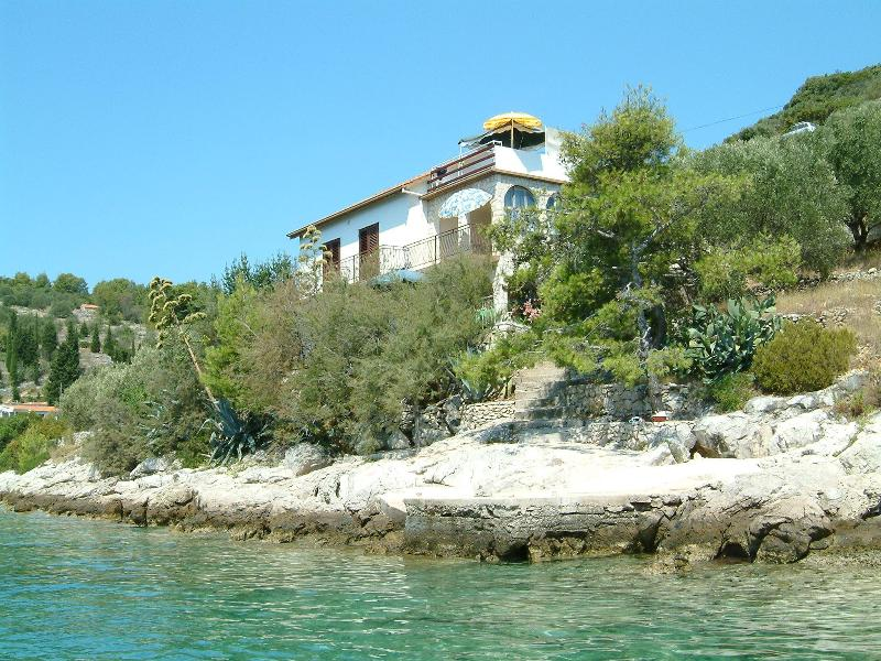 Apartment 2 in a beach house, Vela Luka, Korčula - Image 1 - Vela Luka - rentals