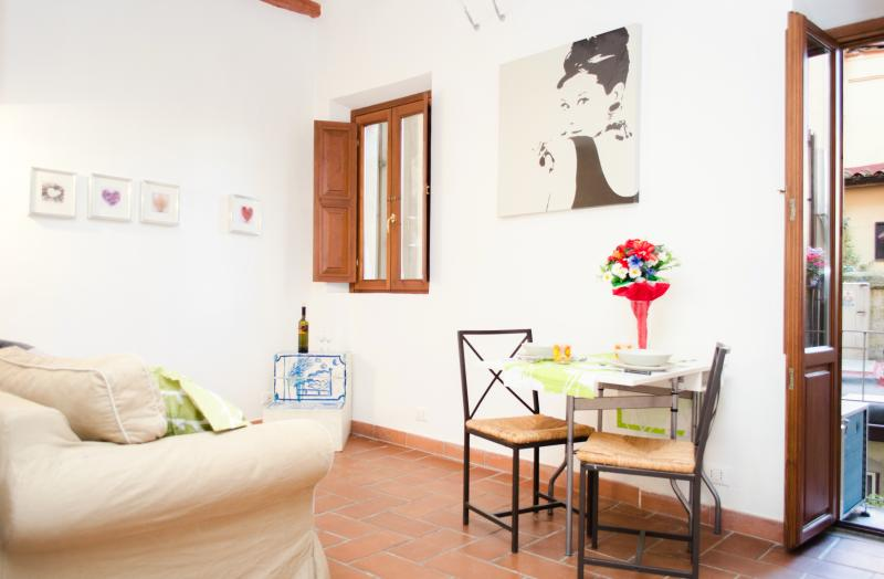 Trastevere heart with little balcony up to 4 pax - Image 1 - Rome - rentals