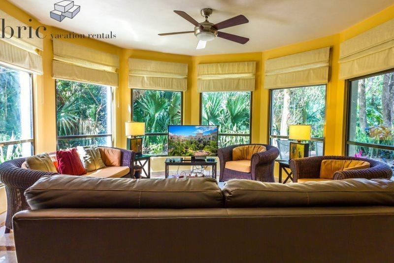 Beautiful Garden Floor Condo with High End Furnishings - Image 1 - Playa del Carmen - rentals