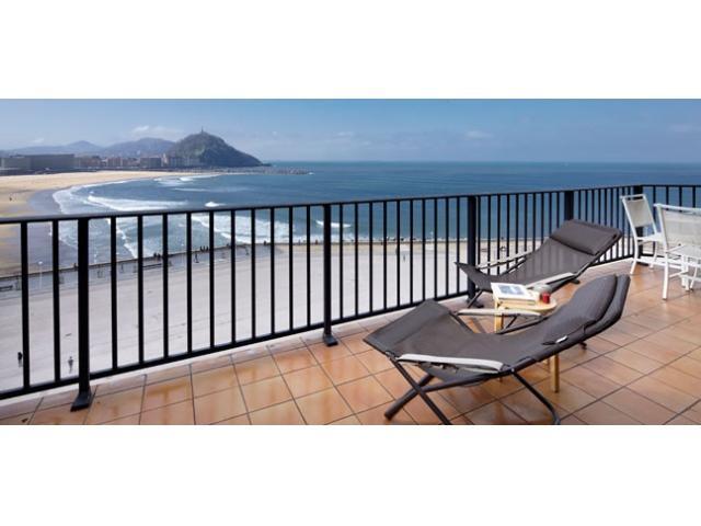 Zurriola Terrace | Terrace & beach front - Image 1 - Zubiri - rentals