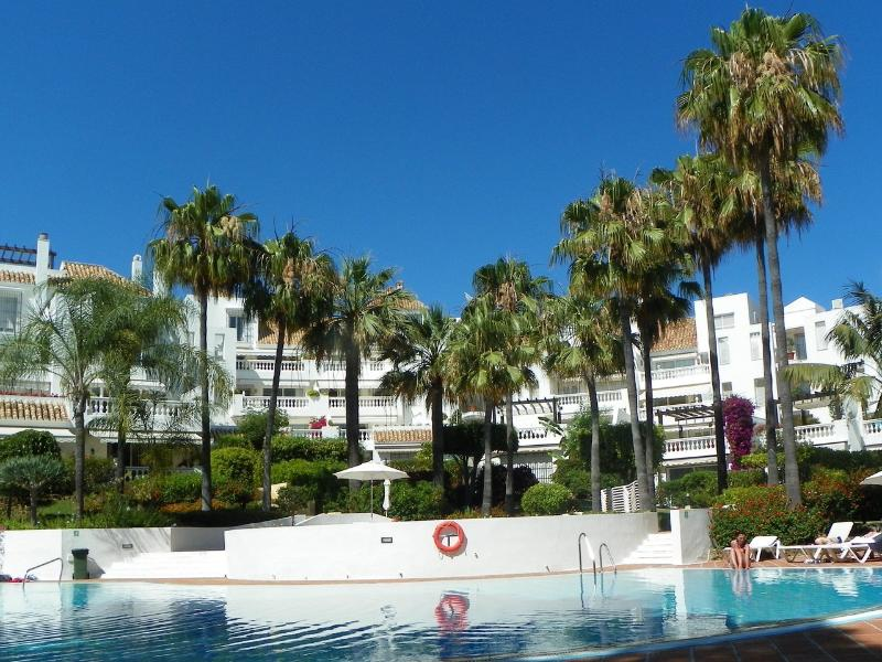 Secure yard with pools and gardens - White pearl beach 2.5 bedrooms - Elviria - rentals