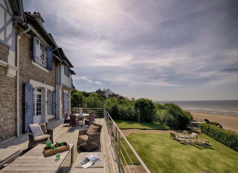 Spectacular villa with beach frontage in Deauville - Image 1 - Benerville-sur-Mer - rentals
