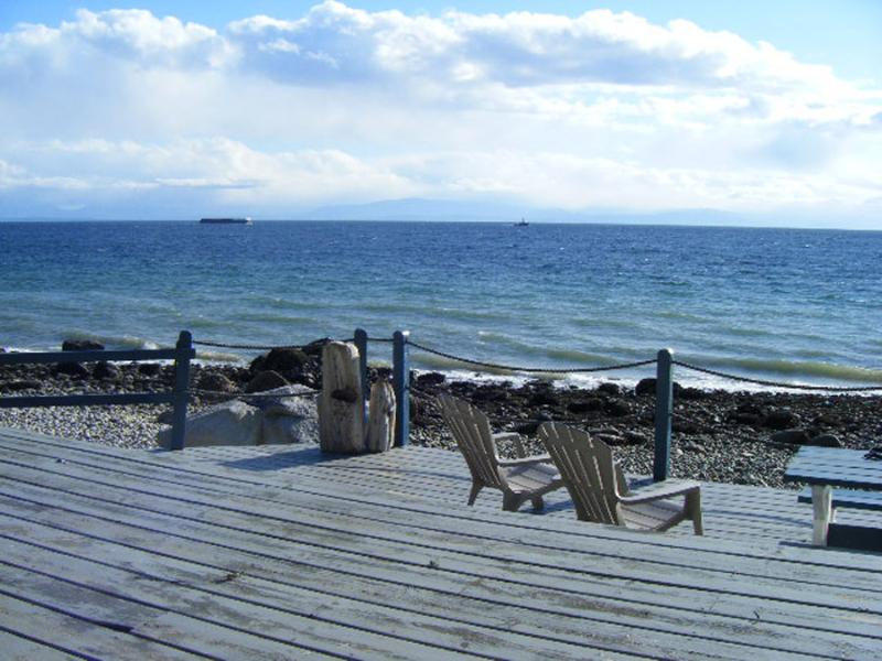 Huge Beach Deck with Views to Nanaimo - Island Vista Cottage: beach, hot tub, sunsets! - Sechelt - rentals