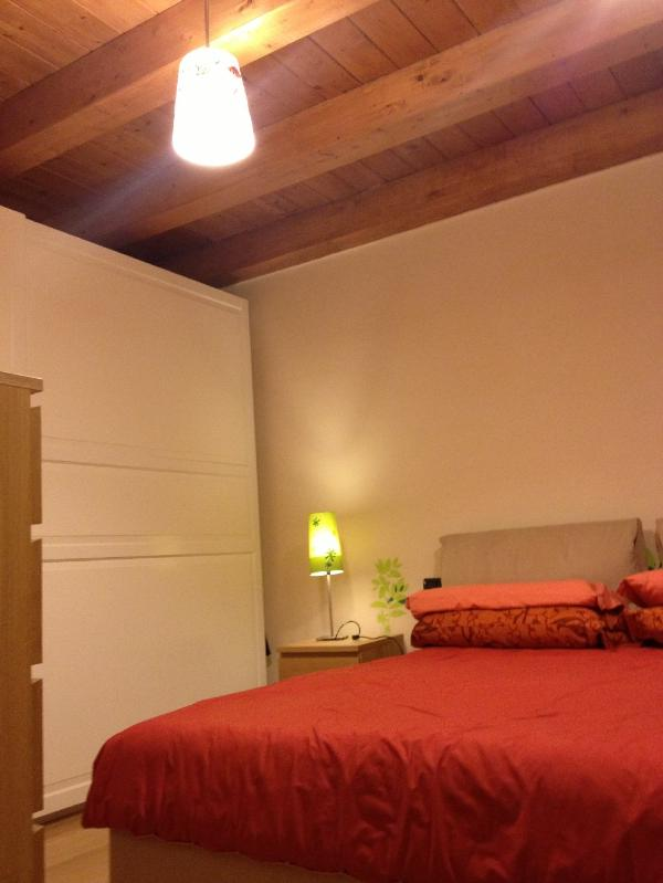 Bedroom 1 detail of ceiling - Cozy house in Lucca, 140 sqm, garden and parking - Lucca - rentals