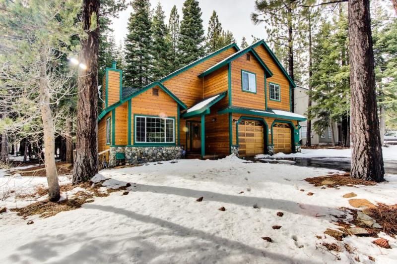 Spacious lodge near Donner Lake w/resort amenities abound! - Image 1 - Truckee - rentals