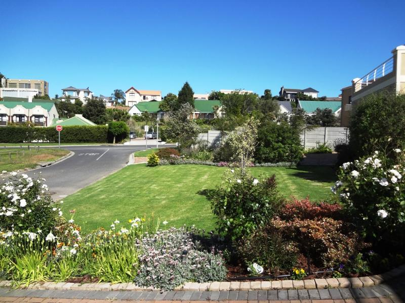 Front outside garden and area - Self Catering Apartment. Rosendal. Bellville. CT. - Kenridge - rentals