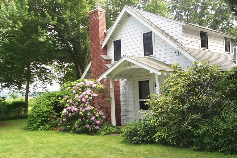Summer cottage dating back to the 1920s - Image 1 - Barrington - rentals
