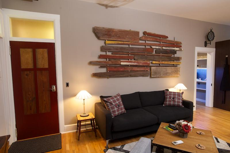 Plantera living area - Vetehuset - Plantera: Short-Term Apartment Rental - Lindsborg - rentals