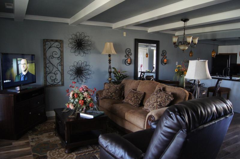 Living room with HDTV and Sleeper Sofa - Wonderful, Walk-In Condo,Central Location,WIFI - Branson - rentals
