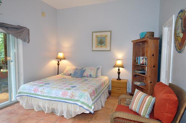 Spacious High ceiling Bedroom - Eden Lounge - Saint John - rentals