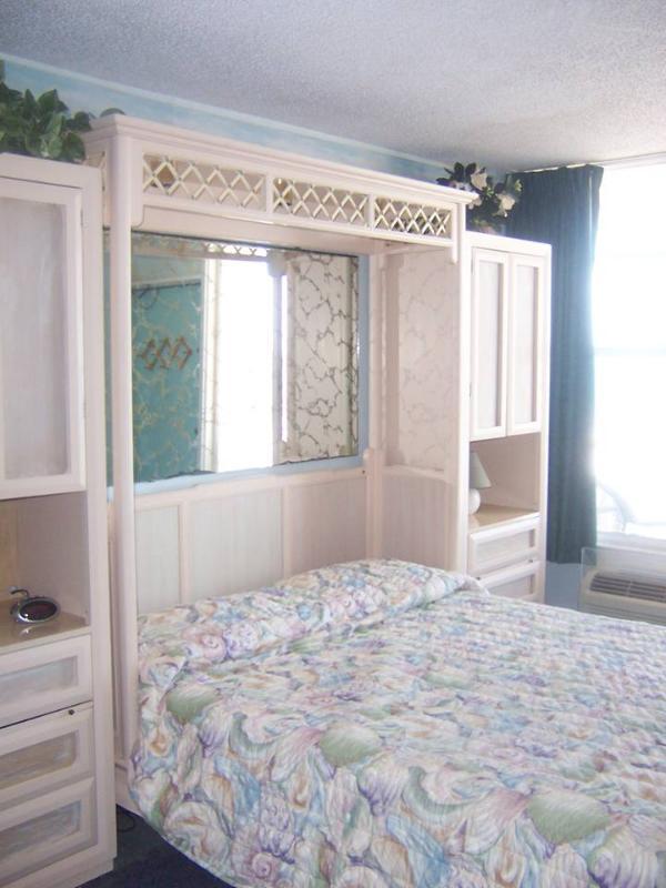 Beautiful oceanfront furnished studio at Daytona B - Image 1 - Daytona Beach - rentals