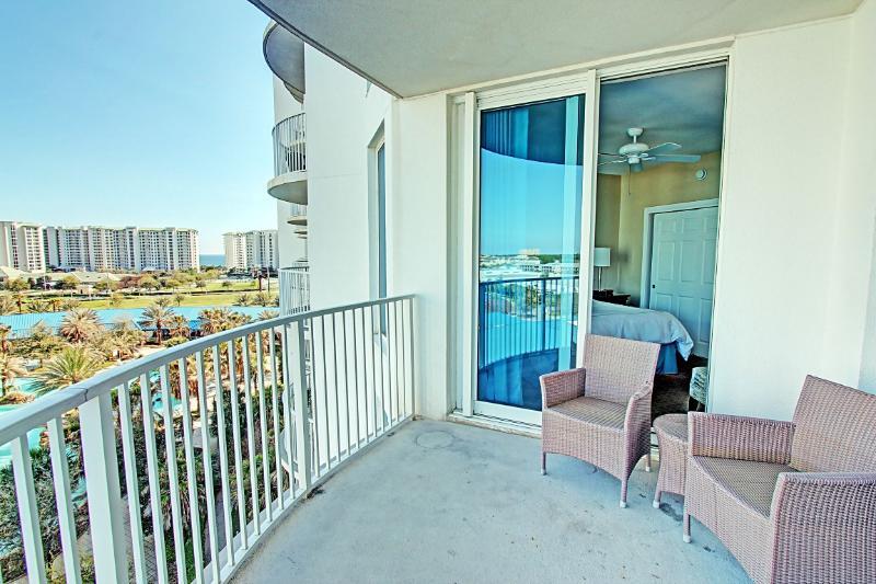 Palms Resort #2305 Jr. Suite - Book Online! 3rd Floor! Destin's Largest Lagoon Pool! 15% OFF Stays F - Image 1 - Destin - rentals
