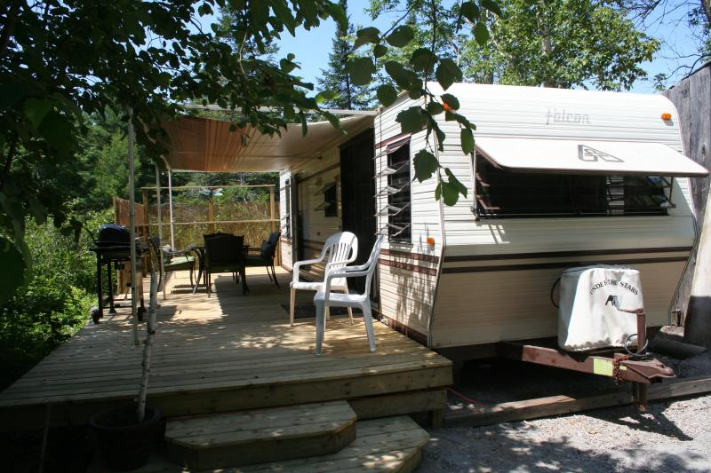 The DragonFly - Deck - Muskoka - Tea Lake Cottages - The DragonFly - Big Chute - rentals