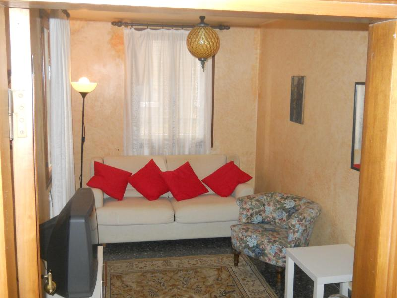 True Venice Apartment near Rialto - Image 1 - Venice - rentals