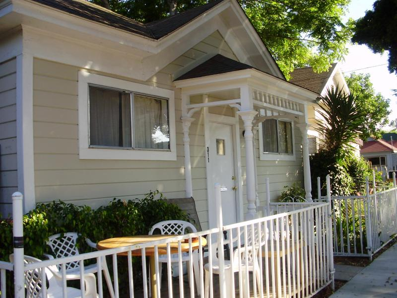 Dwntn Craftsman Farmhouse 3BR Pets Kids - Image 1 - Santa Barbara - rentals