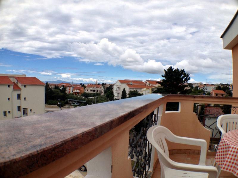 Apartment for 4 in modern Villa - Image 1 - Novalja - rentals
